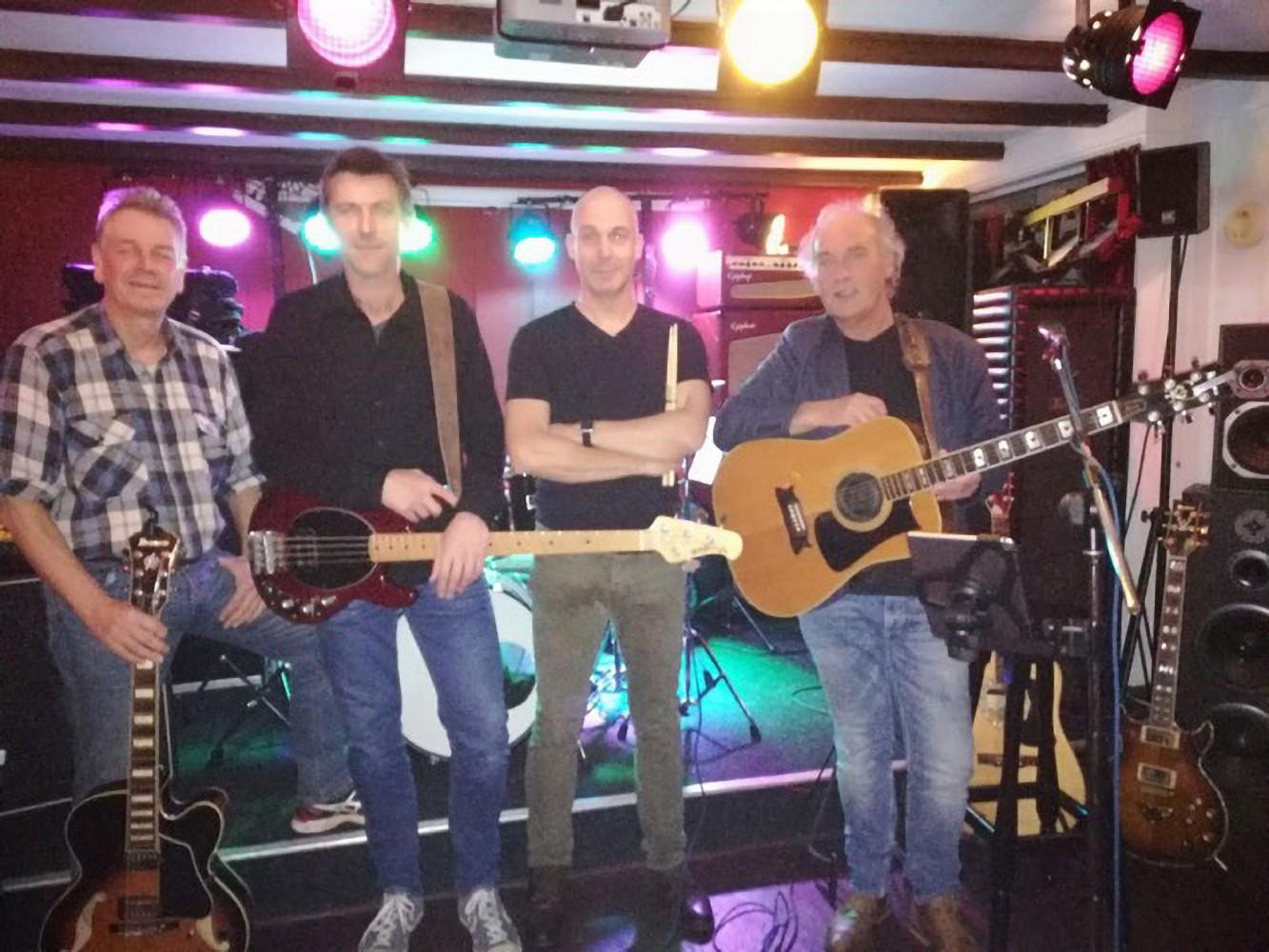 Koppelsessie met Carel Jansen Band relaxte en ongedwongen muziek, van jazz tot Beatles en rock 'n roll