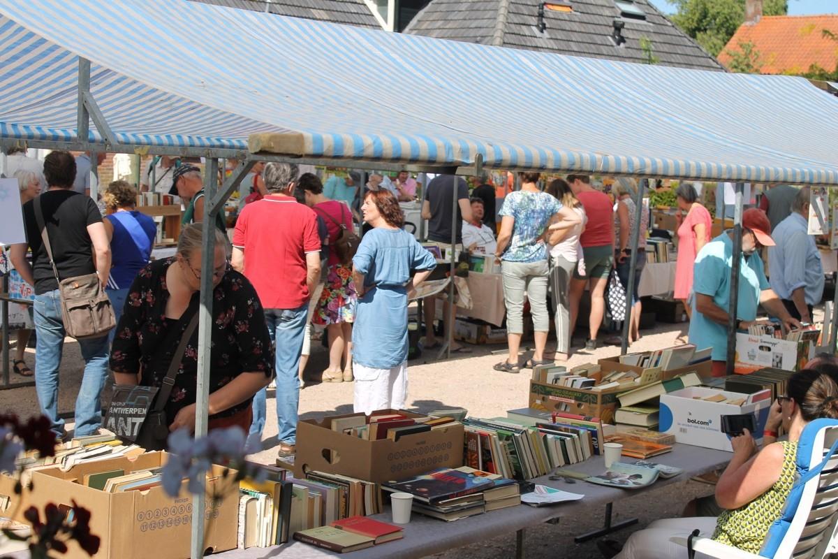 Bredevoort, Int. Zomer Boekenmarkt - (c) Leo van der Linden