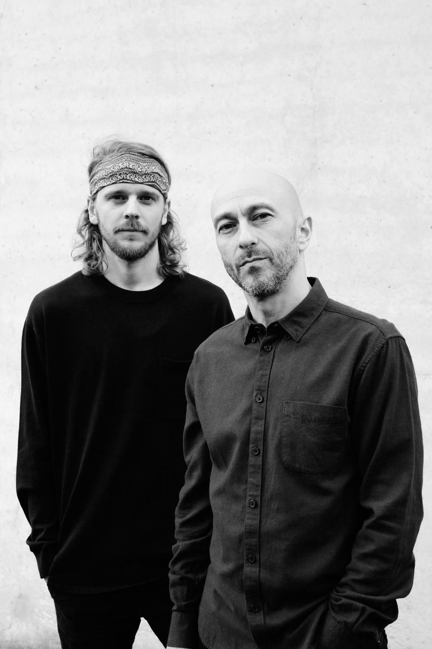 Robert Siroen (gitaren) en Hartog Eysman (zang) - Titia Hahne